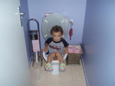 je sais faire caca dans les toilettes mouaaaaa parce que ericophilou philou philou
